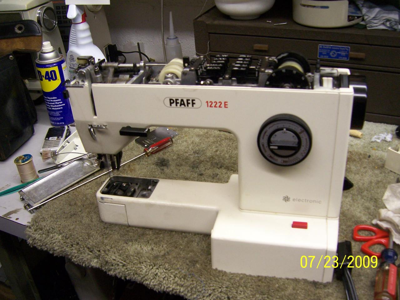 Pfaff sewing machine older model threading - YouTube